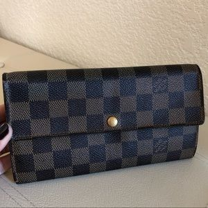 Authentic LV Damier Portefeiulle Sarah Wallet